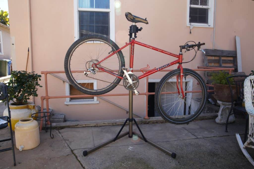 This image has an empty alt attribute; its file name is bikehand-repair-stand-review-with-bike-1024x683.jpg