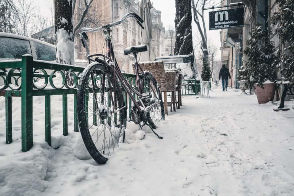 keep feet warm while bicycling