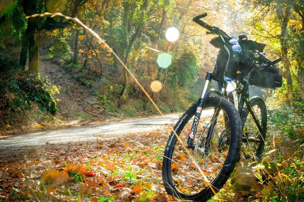 This image has an empty alt attribute; its file name is mountain-bike-commute-1024x682.jpg