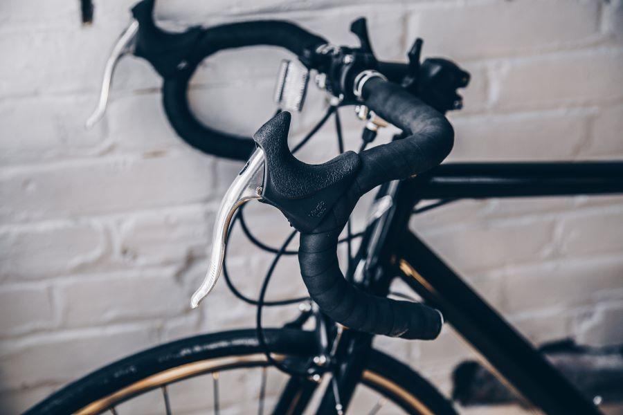 Drop handle bars on a hybrid bike